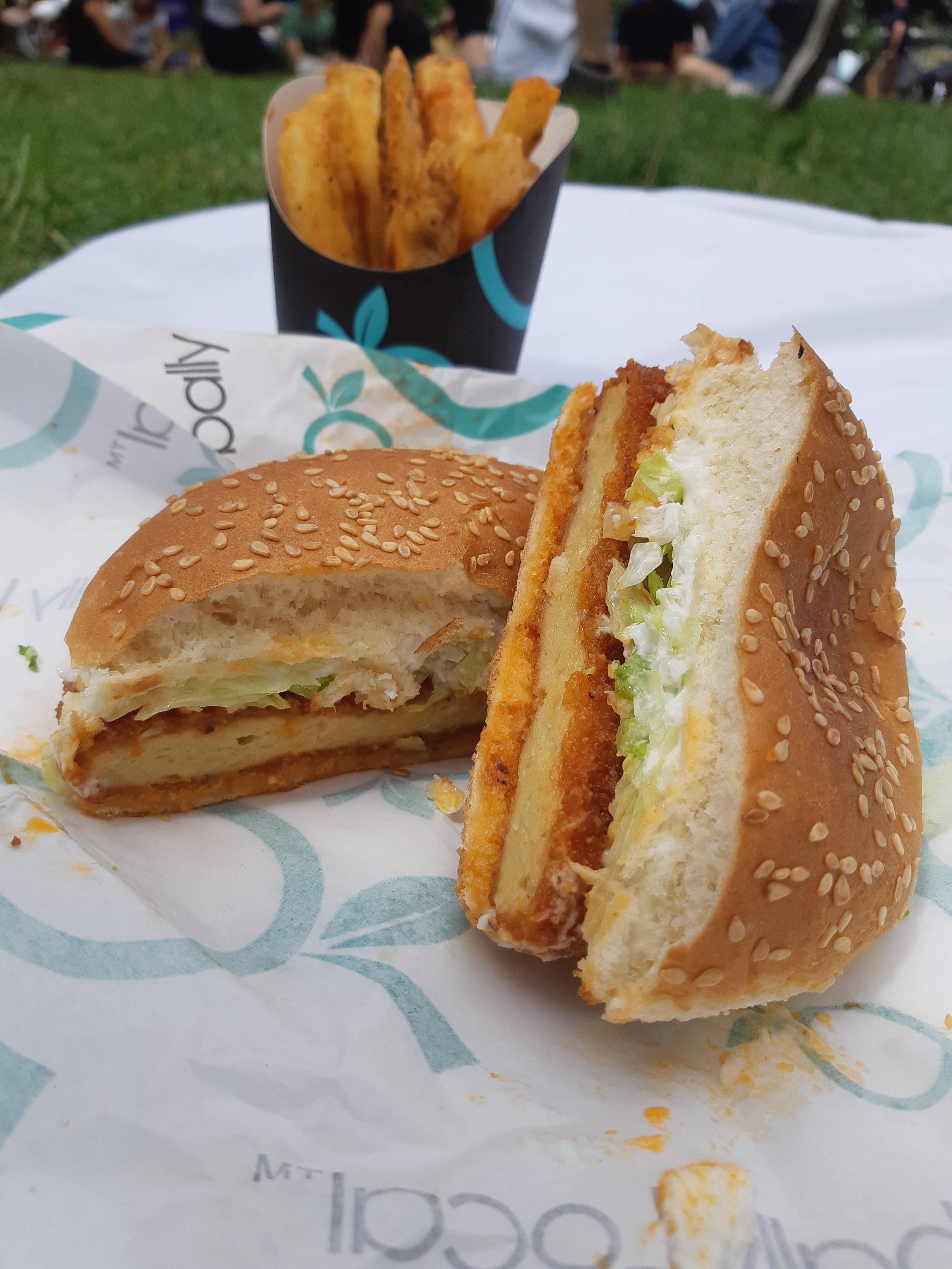 AterImber.com - The Veg Life - Vegandale Festival 2019 Review - Globally Local Buffalo ChickUn Burger and Fries - vegan food, food reviewer, vegan festival