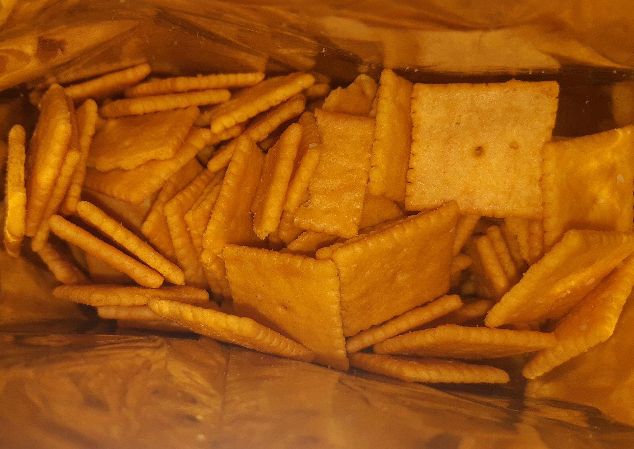 AterImber.com - The Veg Life - Product Reviews - Earth Balance Vegan Cheddar Flavoured Squares - Inside Box Picture - Earth Balance, vegan crackers, vegan cheese, cheesy crackers, vegan food, vegan food blogger, food blogger, food reviewer