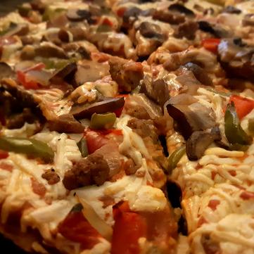 AterImber.com - The Veg Life - Product Review - Daiya Supreme Pizza Close Up, vegan pizza, vegan food, food review