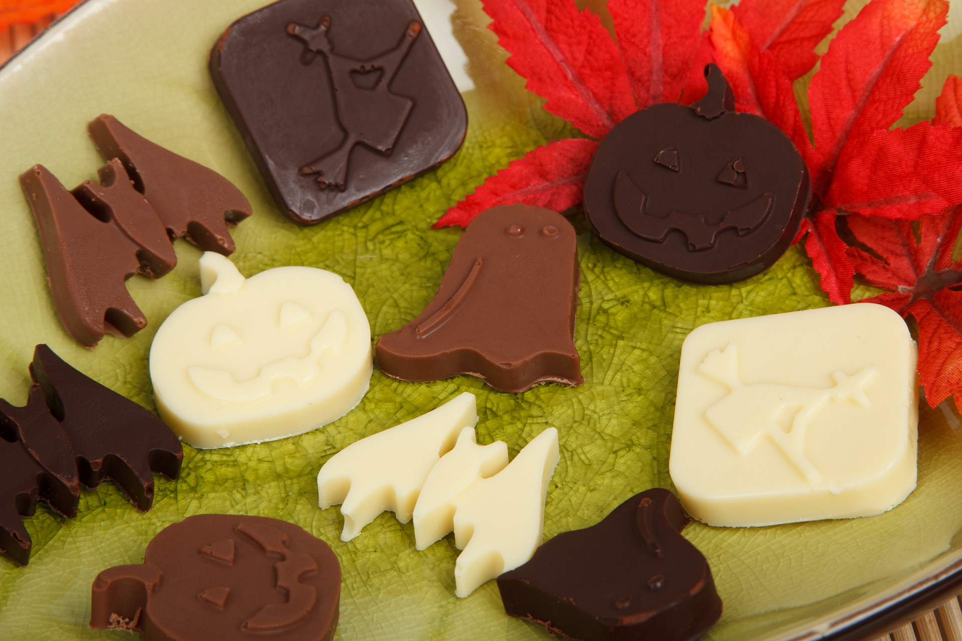 AterImber.com - No. Mad. - 3 Tips on How to Have a Zero Waste Halloween - Halloween Themed Chocolate - Halloween, candy, chocolate, vegan, zero waste, vegan food, food blogger, zero waste tips, homemade treats, candy, sustainable food