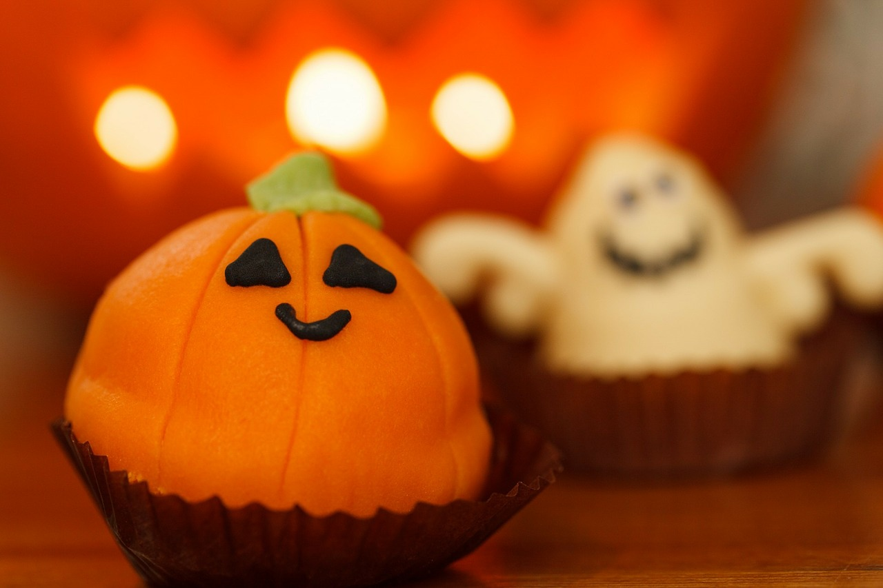 AterImber.com - No. Mad. - 3 Tips on How to Have a Zero Waste Halloween - Halloween Themed Cupcakes - Halloween, candy, chocolate, vegan, zero waste, vegan food, food blogger, zero waste tips, homemade treats, candy, sustainable food